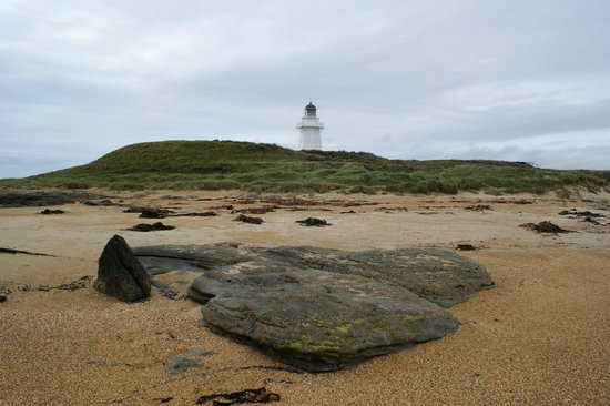 Waipapa Point Lighthouse: Stunning beach