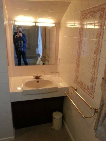 Burt's Hotel: Bathroom Room 21