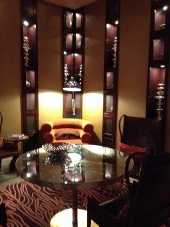 Renaissance St. Louis Airport Hotel : Renaissance Lobby  Bar Hideaway
