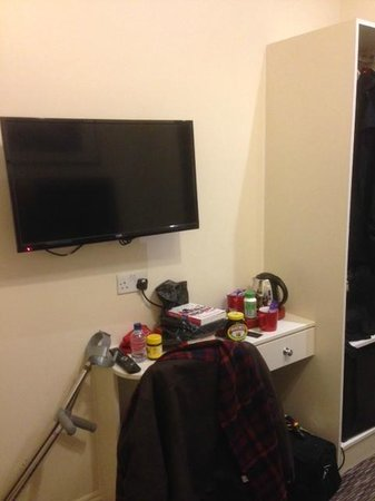 Pearl Hotel London: A nice big digital TV