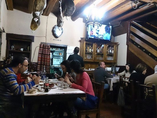 Restaurante San Pedro Abanto: Salon de la entrada
