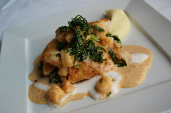 Fischereihafen-Restaurant: North Sea Turbot with ragout of crustaceans