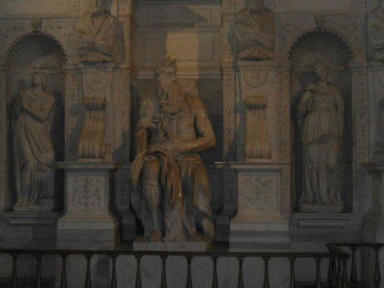 Saint-Pierre-aux-Liens (San Pietro in Vincoli) : El Moises