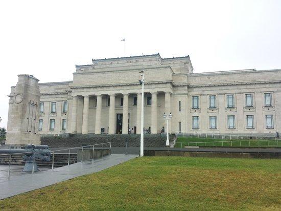 Absolute Tours - Day Tour: Museo y memorial de guerra Auckland