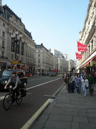 Hamleys London - Regent Street : Hamleys Toy Store - magia dei giocattoli
