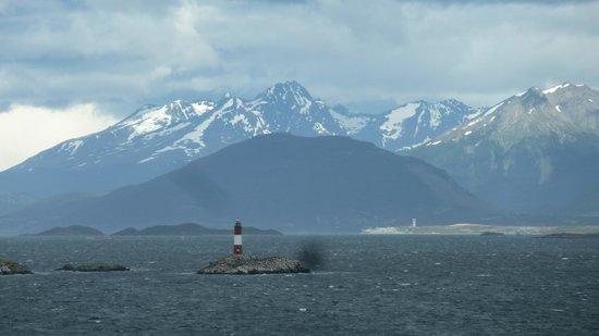 Faro Les Eclaireurs: Leuchtturm vor Bergkulisse