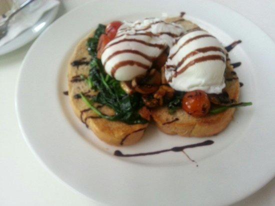 Curve Restaurant: Eggalicious' healthy option at curve