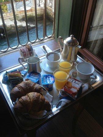 Hotel Galleria: Breakfast.