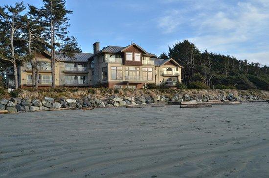 Long Beach Lodge Resort: Long Beach Lodge from the beach