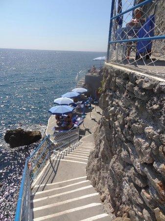 Miramalfi Hotel: Escada de acesso a praia.