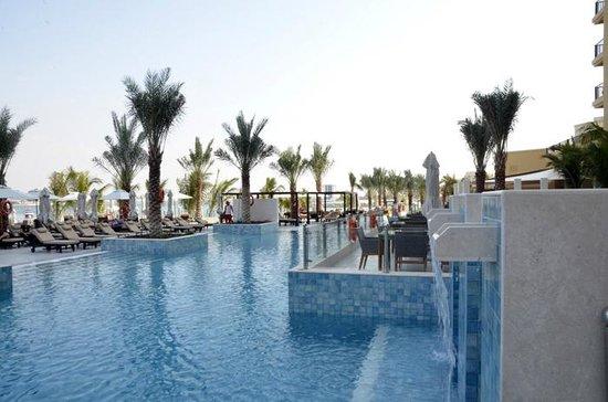 DoubleTree by Hilton Resort & Spa Marjan Island: Piscina