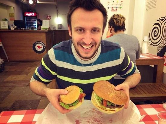 Moaburger : the 'kids' burger is normal size, the regular burger the size of a small town!