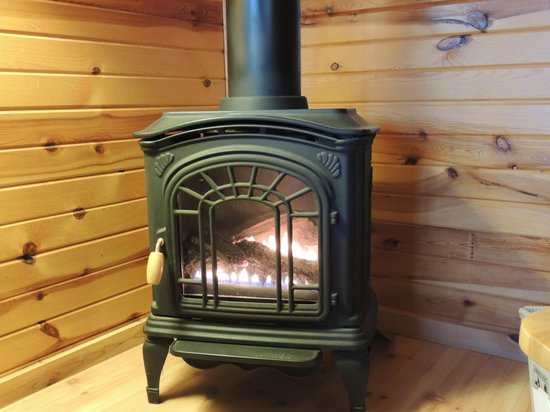 Journey's End Motel & Cabins : fireplace