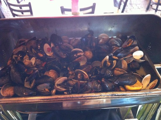 Blue Moon Fish Company: mussels & clams - brunch