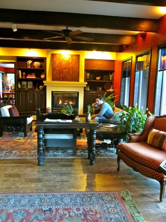 Sedona Views Bed and Breakfast : the main lounge/entryway of the B&B