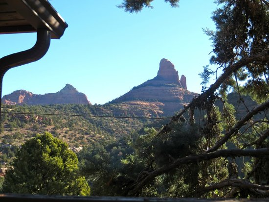 Sedona Views Bed and Breakfast: view from the main back patio