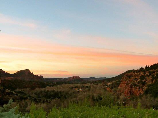 Sedona Views Bed and Breakfast: last morning at Sedona Views... ridiculous view from the Sedona Serenade patio