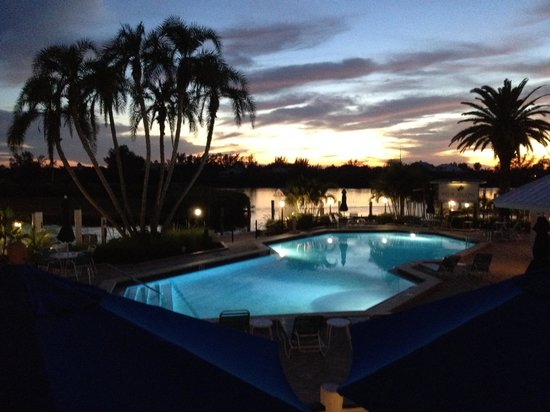 Johnny Leverock's Seafood House: Beautiful sunset view