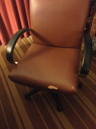 The Westshore Grand, A Tribute Portfolio Hotel, Tampa : Ripped office chair