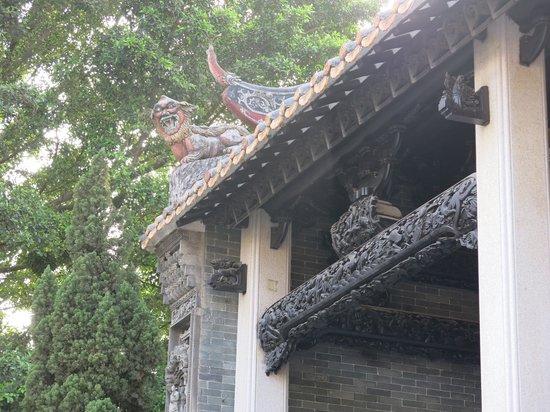 Shawan Aancient Town of Panyu: Rooftop details.
