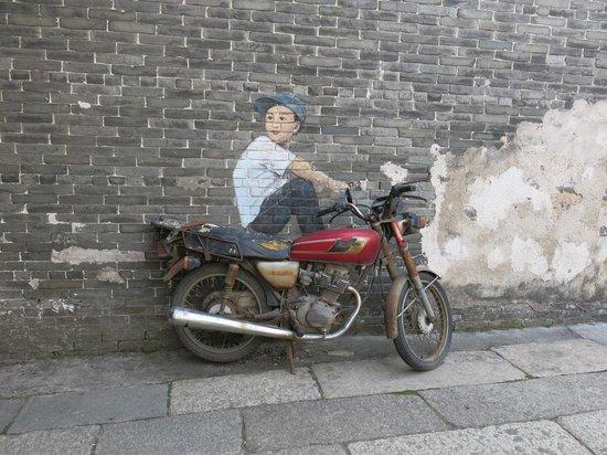 Shawan Aancient Town of Panyu: Street art - Chinese Banksy?
