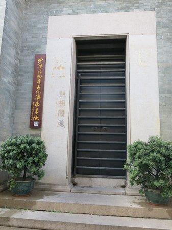Shawan Aancient Town of Panyu: Traditional door gate.