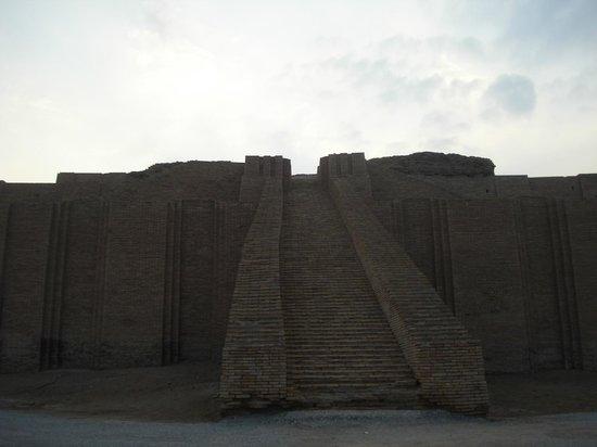 الناصرية, العراق: Ziggurat Jan 2014