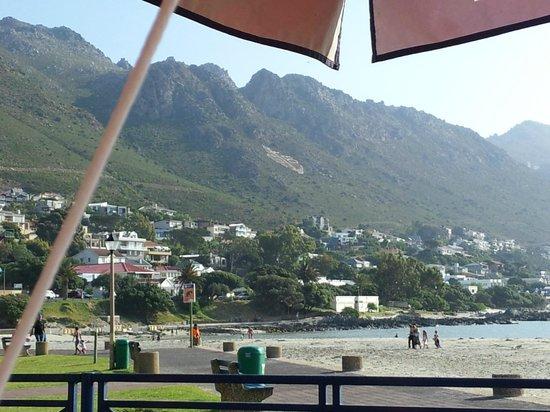 Berg en Zee Guest House : Beautiful mountains surrounds GBAY