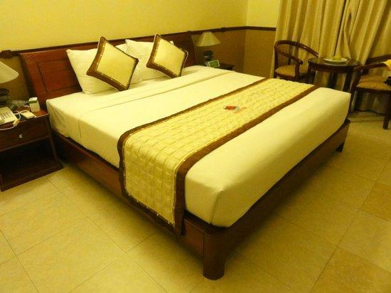 Golden Coast Resort and Spa: Кровать в номере