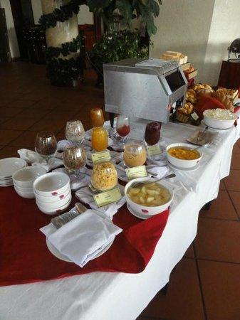 Golden Coast Resort and Spa: Завтрак, сухие прикормки