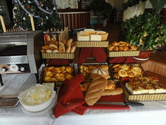 Golden Coast Resort and Spa: Завтрак, выпечка