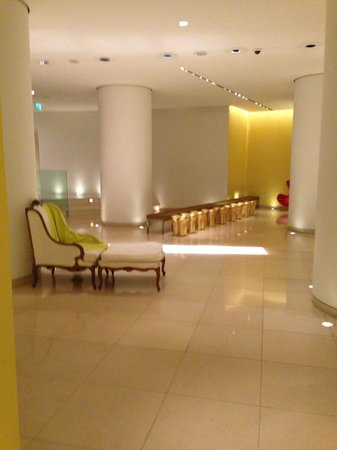 St Martins Lane London Hotel : lobby1
