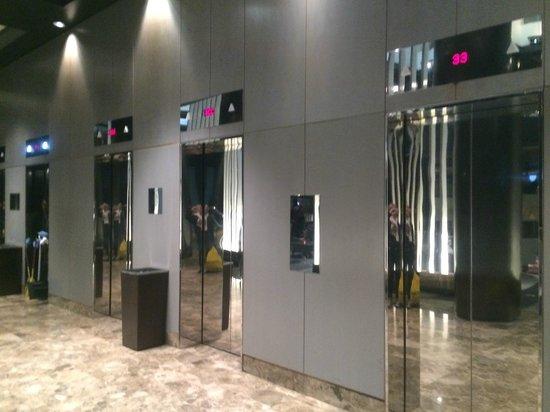 Grand Hyatt New York: ELEVATORS