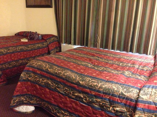 Scottish Inns Potsdam: Our double bedded room