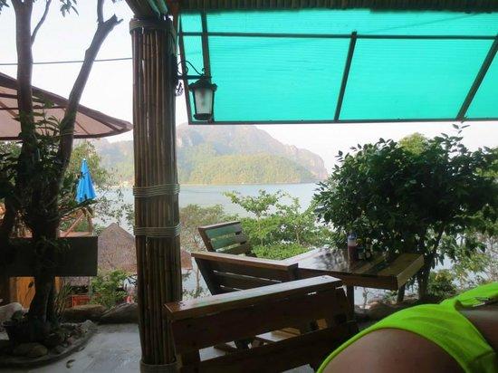 Phuphaya Seaview Resort: View at breakfast