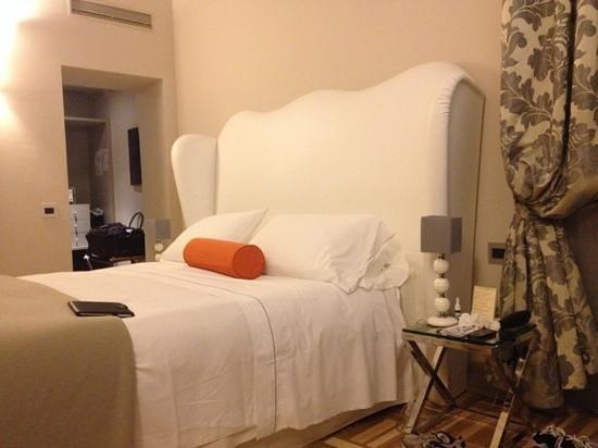 Firenze Number Nine Wellness Hotel: Nice bedroom, large closet