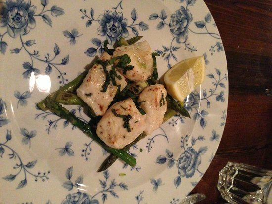 Kateh: halibut with grilled asparagus