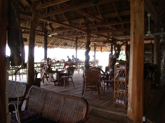 Tree Top Bungalows: the amazing dinning room-high up on stilts