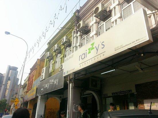 Raizzy's Guesthouse: Facade