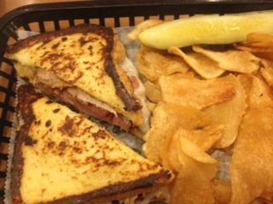 College Inn: Monte Cristo and Homemade Chips