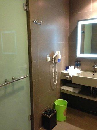 Novotel Bangkok Ploenchit Sukhumvit: Vanity area