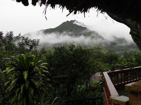 Madre Tierra Resort & Spa: Guest picture taken in the morning of Mandango Mountain.