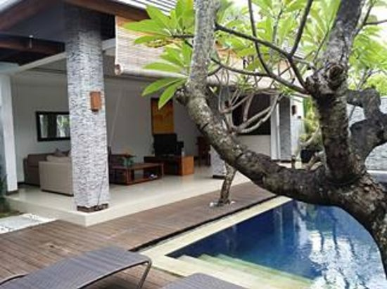 The Wolas Villas & Spa : Outdoor space with kitchen