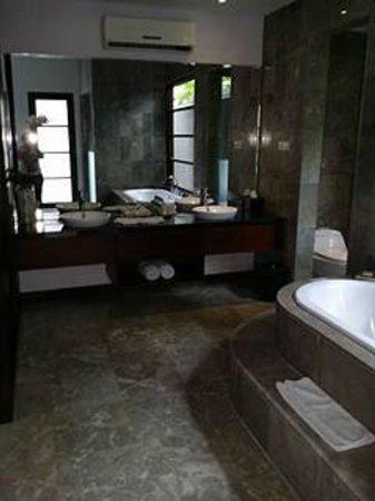 The Wolas Villas & Spa : Bathroom