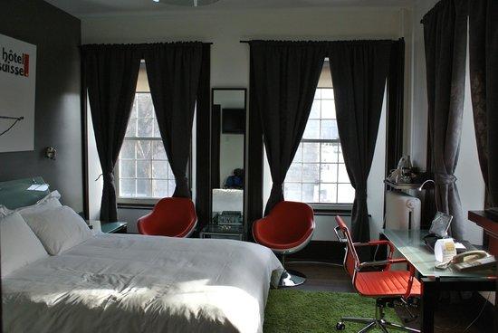 Swiss Hotel : Queen Room #202