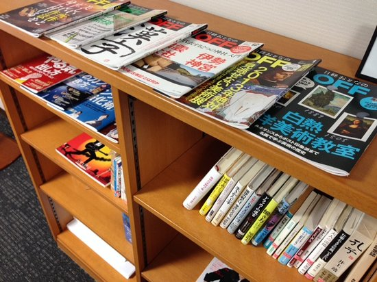 Okayama Koraku Hotel: mini library at 4th floor