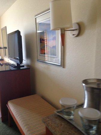 Hilton Naples: Nice TV