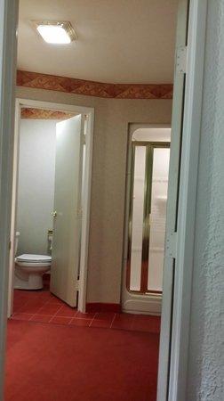 Paradise Stream Resort: toilet has separate room