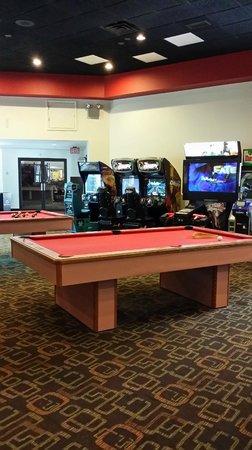 Paradise Stream Resort: pool, ping pong, racquetball, air hockey