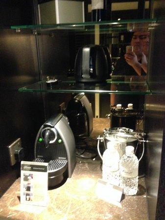 Fairmont Singapore: Coffee Machine